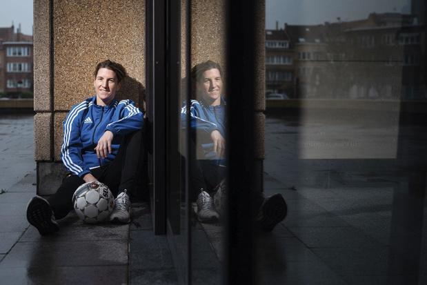 """Aline Zeler, footballeuse belge: """"Que l'on m'aime ou pas, ça ne change pas ma vie"""""""