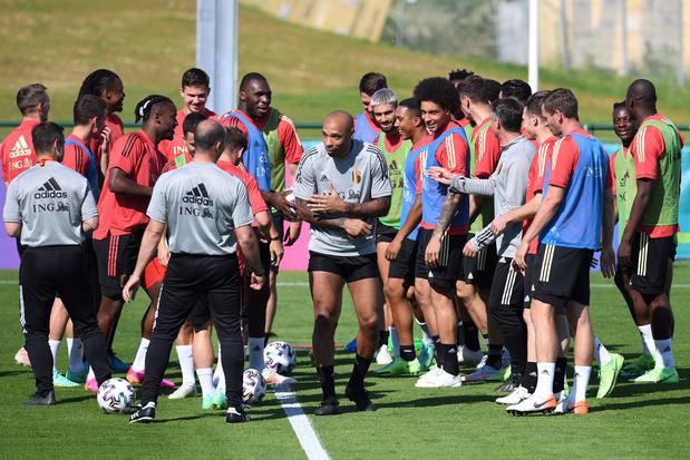 Kevin De Bruyne ontbreekt bij begin van de training, Hazard wel van de partij