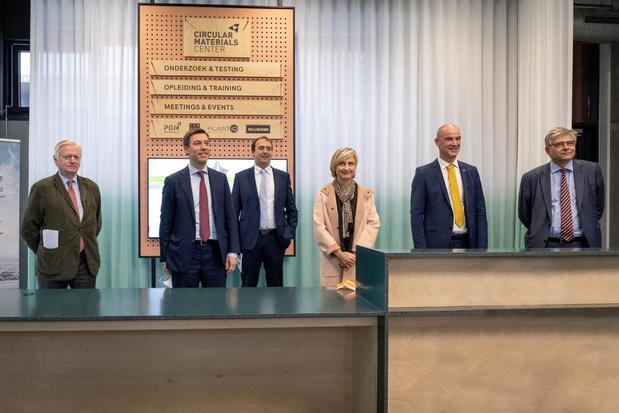 Hilde Crevits opent nieuw onderzoekscentrumvoor de kunststoffen- en textielsector in Kortrijk