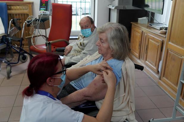 Vaccins Pfizer : le report des vaccinations du personnel de soins dans tous les hôpitaux flamands impactera les autres Régions