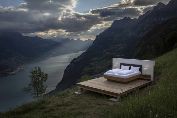 Deze zomer kan je in Zwitserland in een hotelkamer zonder muren en plafonds overnachten