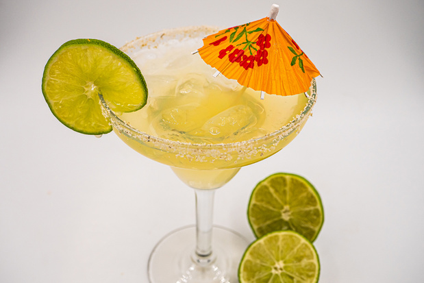 Hoe belandde het parasolletje ooit in je favoriete cocktail en waarom?