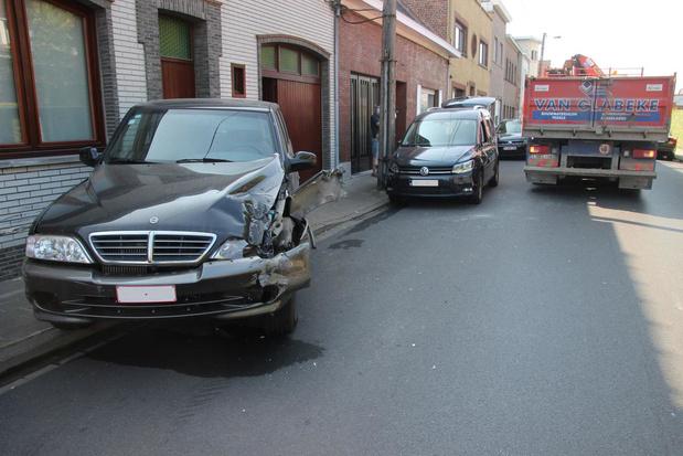Steunarm vrachtwagen zorgt voor ravage