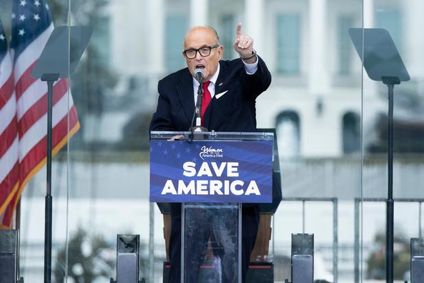 Boze Trump zou zijn advocaat Giuliani weigeren te betalen