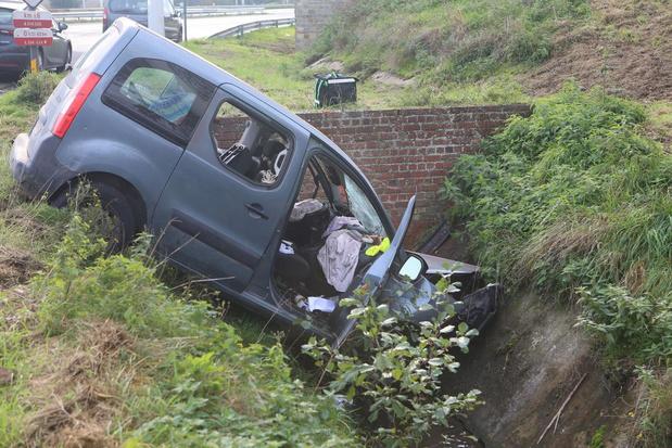 Bestuurder gewond bij zwaar verkeersongeval in Aalbeke