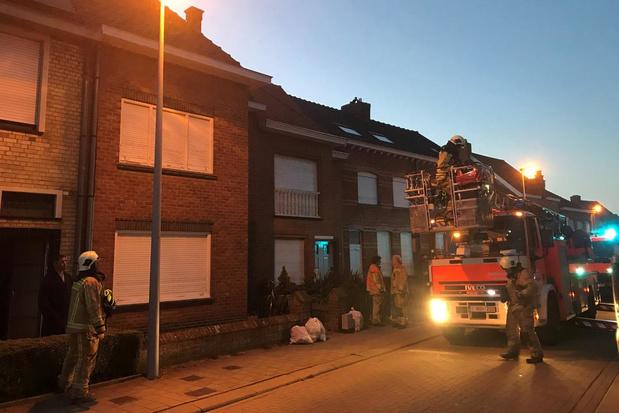 Buren verwittigen brandweer voor schouwbrand