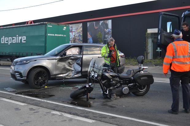 Motorrijder ernstig gewond bij ongeval op de Belgiek in Deerlijk