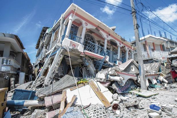 Un séisme sur un chaos politique