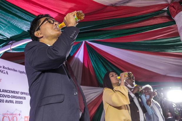 """Le président malgache lance son """"remède"""" à base de plantes contre le coronavirus"""