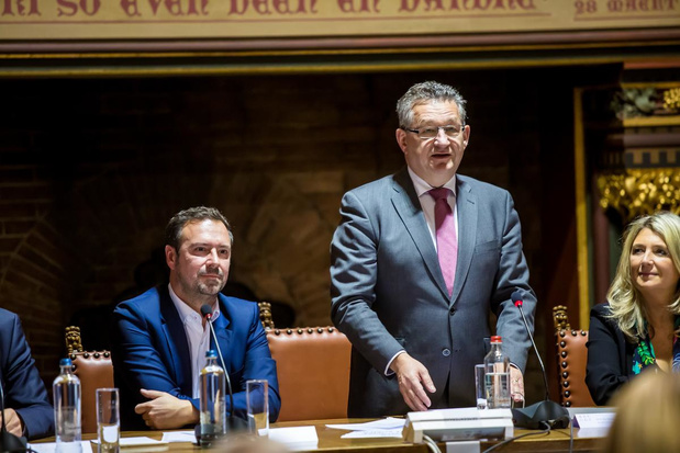 Brugge onderzoekt of ze de volgende gemeenteraden digitaal kan organiseren