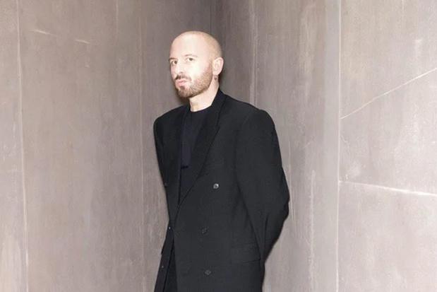 Ontwerper Demna Gvasalia maakt zijn couturedebuut bij Balenciaga: 'Mijn couture heeft geen gender, geen leeftijd'
