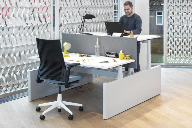 La meilleure position au bureau : Jacques a dit assis, Jacques a dit debout...
