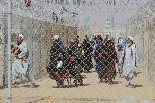 Pakistan sluit grensovergang met Afghanistan om toeloop vluchtelingen te stoppen