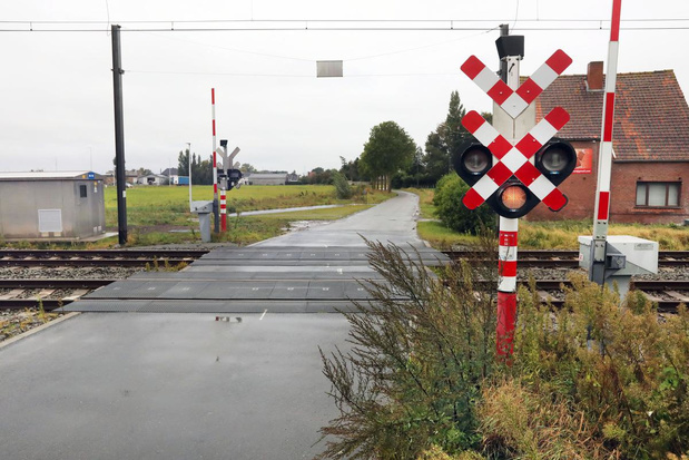 Torhoutse spooroverweg in de Leenstraat gaat dicht