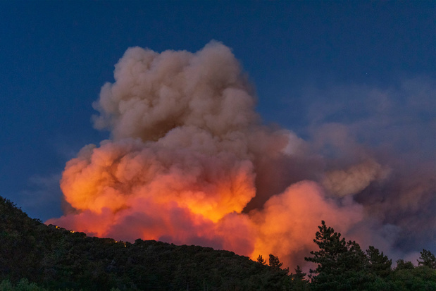 Tienduizenden mensen geëvacueerd na bosbrand in Californië