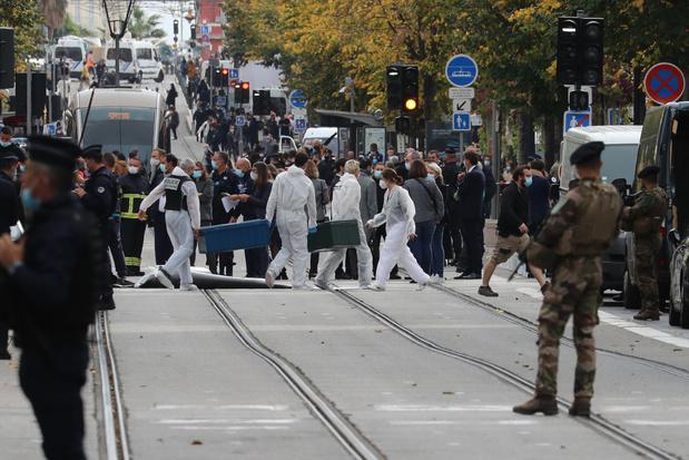 Terreurniveau Frankrijk naar hoogste niveau: dodelijke mesaanval in Nice, incidenten in verschillende andere steden