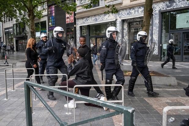 Journalist bedreigd na filmen van politiegeweld: 'Dit is zuivere intimidatie'