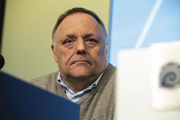 Viruswaanzin klaagt Marc Van Ranst aan bij Orde der artsen