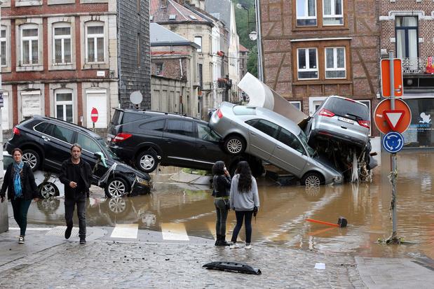 Di Rupo na de overstromingen: 'Heropbouw zal anderhalf tot twee jaar duren'