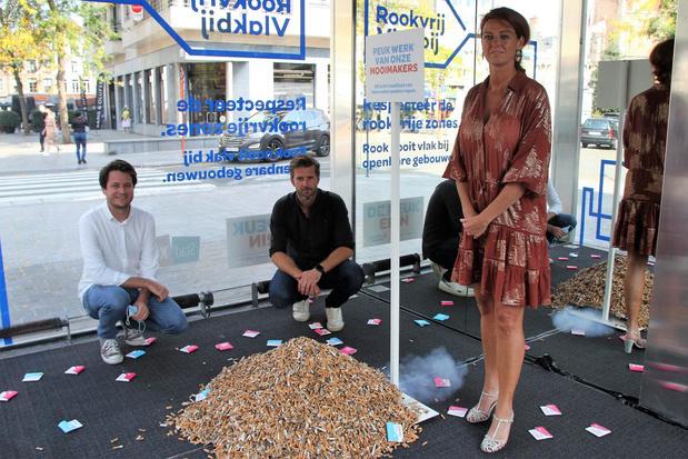 Stad Kortrijk pakt peukenprobleem aan met creatieve actie