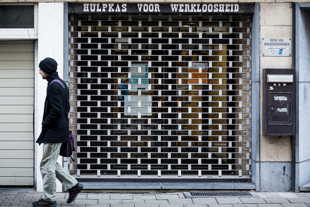 Duizenden werklozen wachten op uitkering: Hulpkas krijgt tot 12.000 telefoontjes per dag