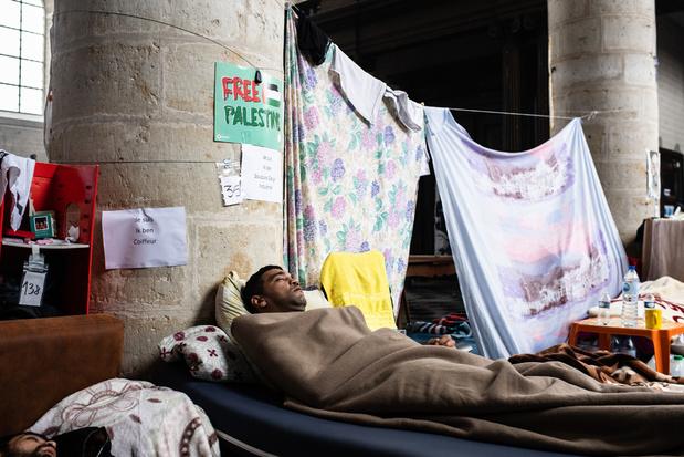 Sans-papiers in Begijnhofkerk en ULB schorten honger- en dorststaking op