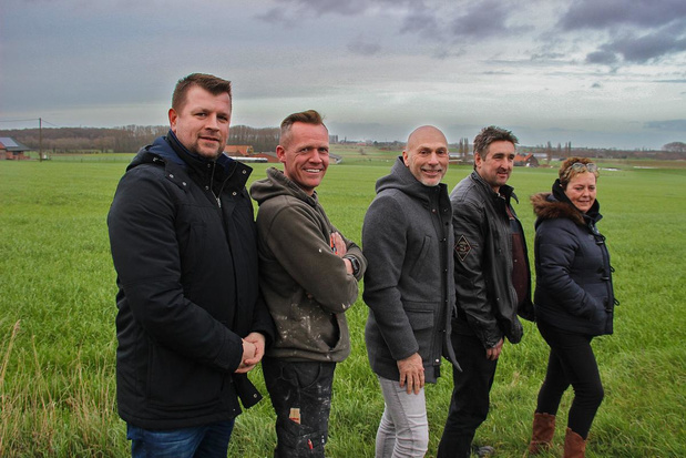 Trio stampt EK-dorp en zomerbar uit de grond op de Koelenberg in Geluwe