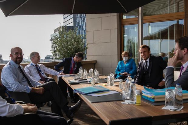 Macron en Merkel 'kribbig weggelopen' uit overleg met Rutte