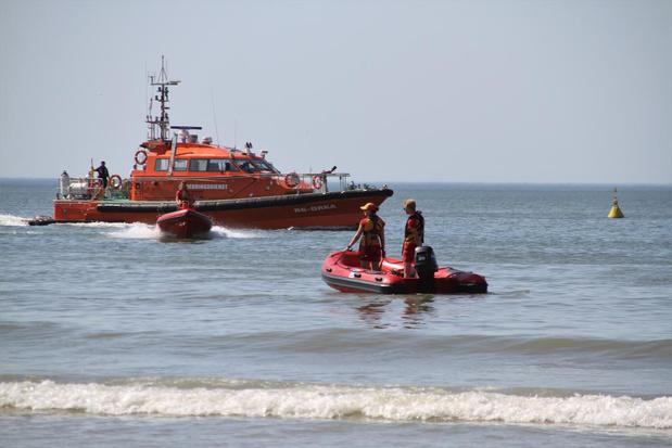 Warmste dag van het jaar in Oostende: strandreddingsdienst heeft de handen vol