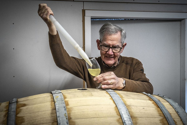 Wijnmaker op de Voerense Crutzberg