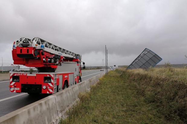 Verkeersbord A11 afrit Zeebrugge Haven begeeft het
