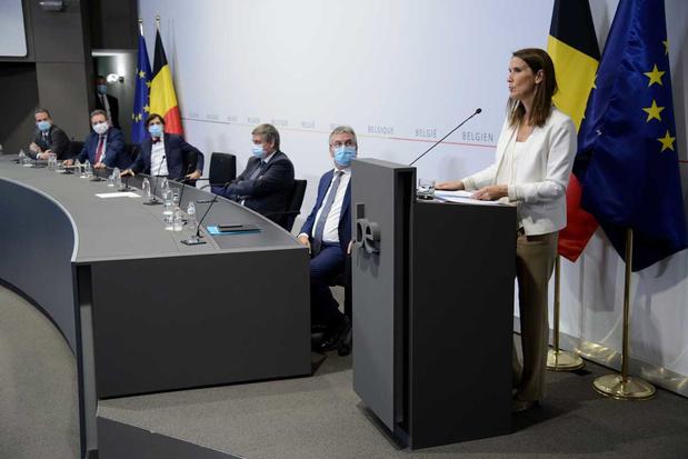 Nationale Veiligheidsraad komt samen: 'We moeten leren werken met het virus'
