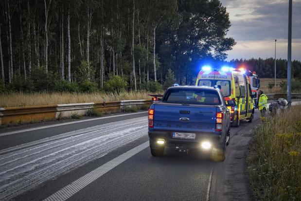 Motorrijder slipt in oliespoor, maar raakt heelhuids uit ongeval