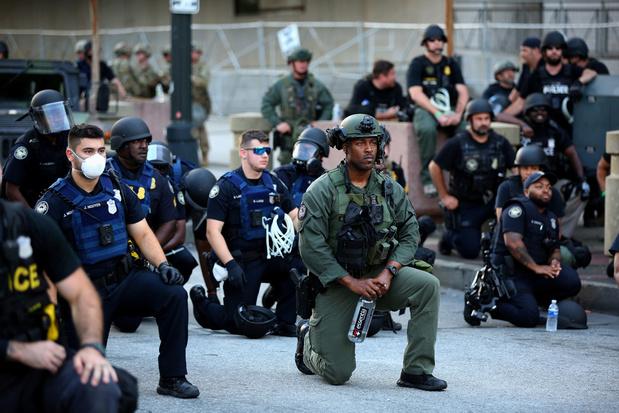 In beeld: krachtige momenten tijdens Black Lives Matter protesten