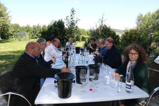 """Wijnkenners zakken af naar Heuvelland: """"Interesse in West-Vlaamse wijnen groeit"""""""