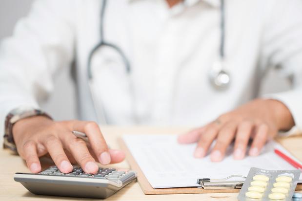 Project om buitensporige artsenvergoedingen aan te pakken opgestart