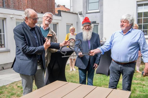 Smeden schenken kunstwerk 'Connected' aan Izegemse Sint-Jozefskliniek