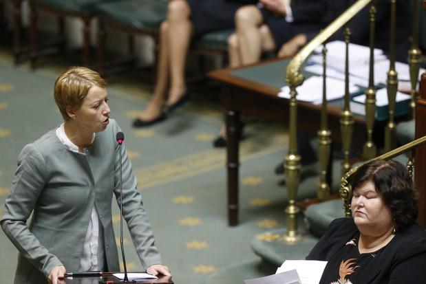 "Vaccins: Fonck ""invite la ministre De Block à sortir de la passivité"""