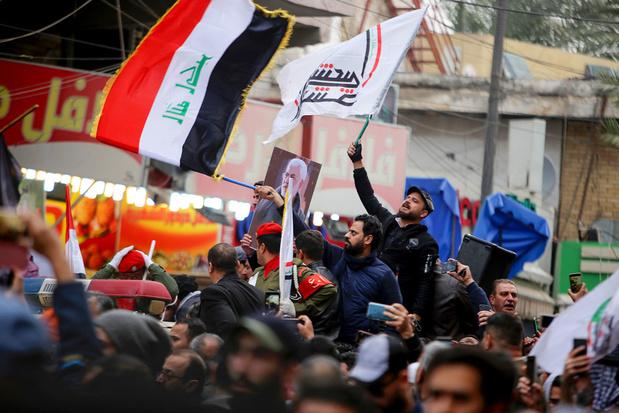 Duizenden Irakezen roepen 'dood aan Amerika' op begrafenis Iraanse generaal Soleimani