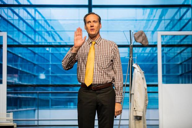 'Contactspeurder' Jeroen Maes komt met zijn one-man komedie naar heel wat locaties in West-Vlaanderen