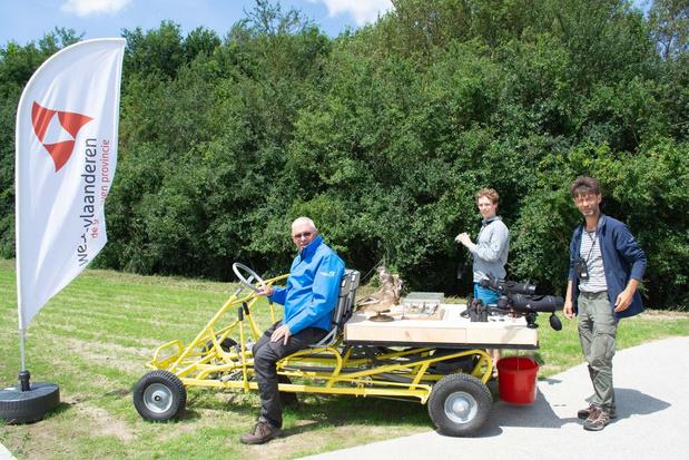 """Gidsen van provinciedomein Bergelen rijden rond met labo-kar: """"We maken van iedereen een vogelexpert"""""""