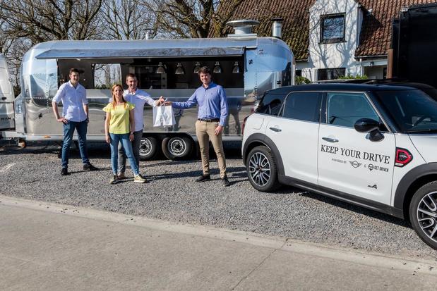 Bistro 't Verschil in Gits levert met Mini én privéchauffeur