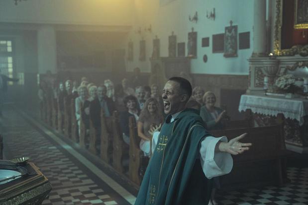 Siri, hoe neem je een biecht af? In 'Corpus Christi' doet een jonge delinquent zich voor als priester