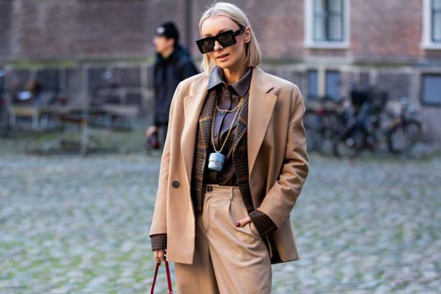 'Opnieuw een modetrend gestolen van je foute oom: de halskettinghandtas'
