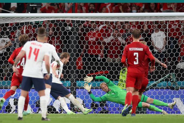 Deense bondscoach boos op scheidsrechter: 'Het was geen penalty'