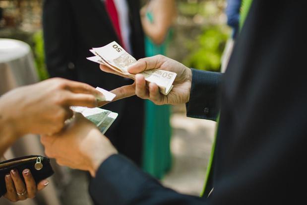Zes op de tien Belgen gebruiken minder cash dan jaar geleden