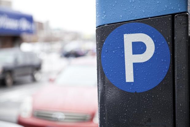 Ook Brugge schort controles op betalend parkeren op