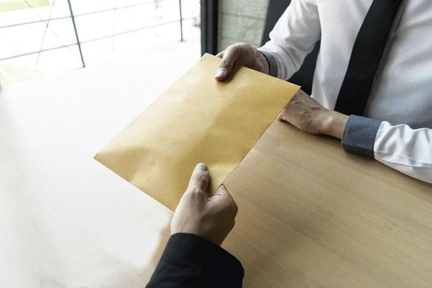 Echanger des infos sur un ancien travailleur sans son consentement, est-ce permis?