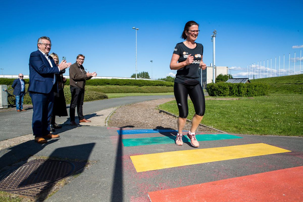 Eerste Brugse regenboogzebrapad ingelopen op Finse piste