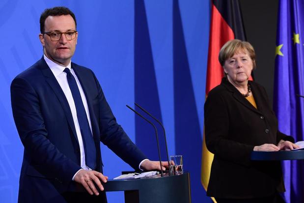 """Malgré AstraZeneca, l'Allemagne aura vacciné toute sa population """"à la fin de l'été"""""""